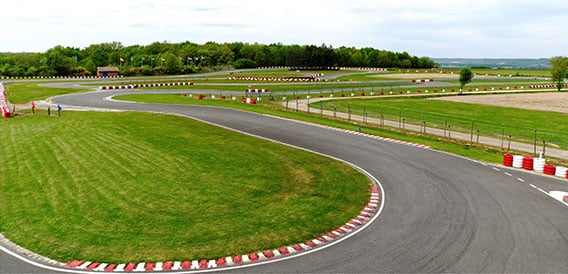 Karting de caudecoste piste outdoor ext rieure c t for Karting exterieur